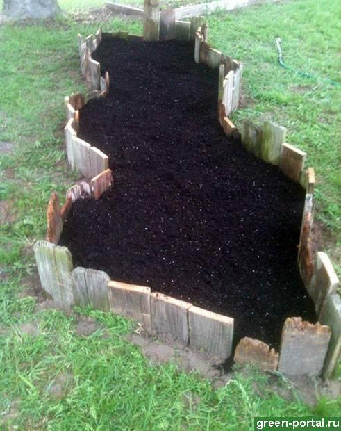 Надо ли полоть грядки. прополка травы или как избавить огород от сорняков? способы быстрой прополки