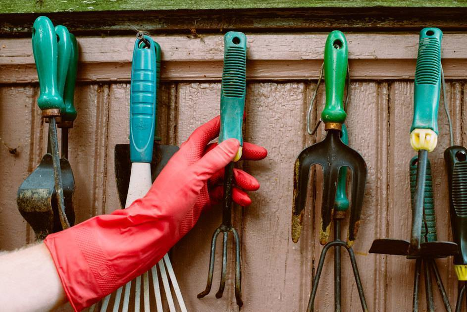 Правильный уход и хранение инструмента на даче