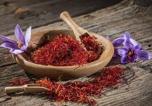 Рецепт чая с шафраном, полезные свойства и противопоказания