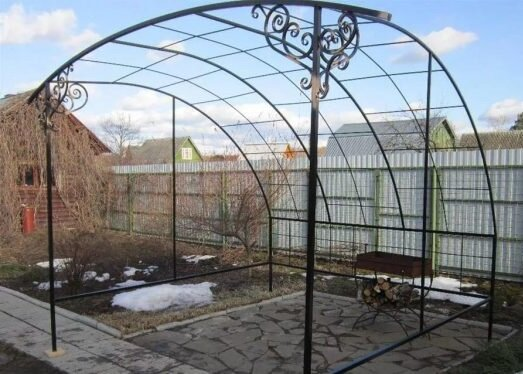 Беседка для винограда возле дома из металла и профильной трубы своими руками
