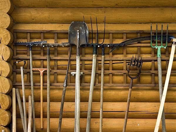 Хранение садового инвентаря на даче, в срае, гараже