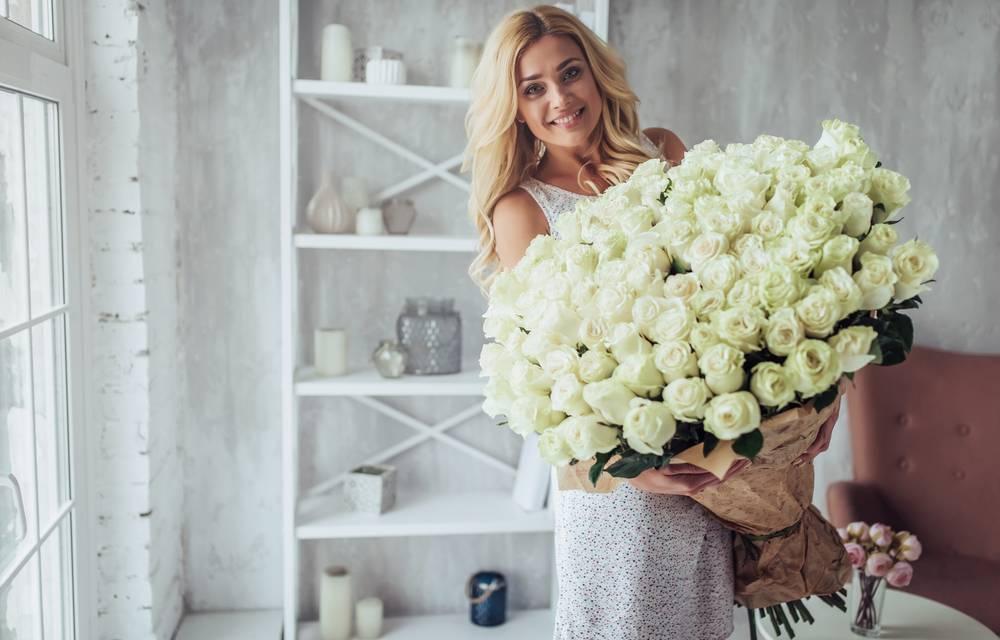Что добавить в воду для роз, чтобы дольше стояли в вазе