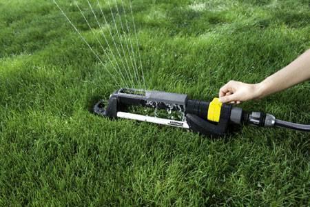 Дождеватели и разбрызгиватели для полива огорода своими руками