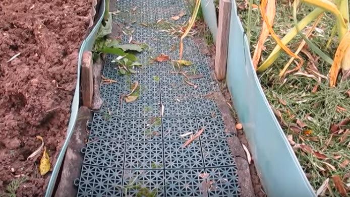 Средства для обработки травы на кладбище: чем полить, чтобы не росла